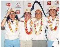 EVERESTE TIRMANAN ilk kadın dağcılarımızEylem Elif Maviş, Burçak Özoğlu Poçan, Meltem Özmine ve Suna Yılmaz, 2006,