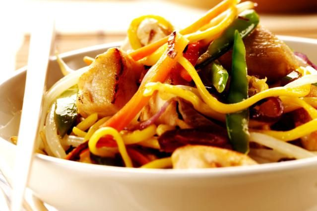 Chow mein recipe - This recipe for Chicken Chow Mein includes instructions for making soft or crispy noodles