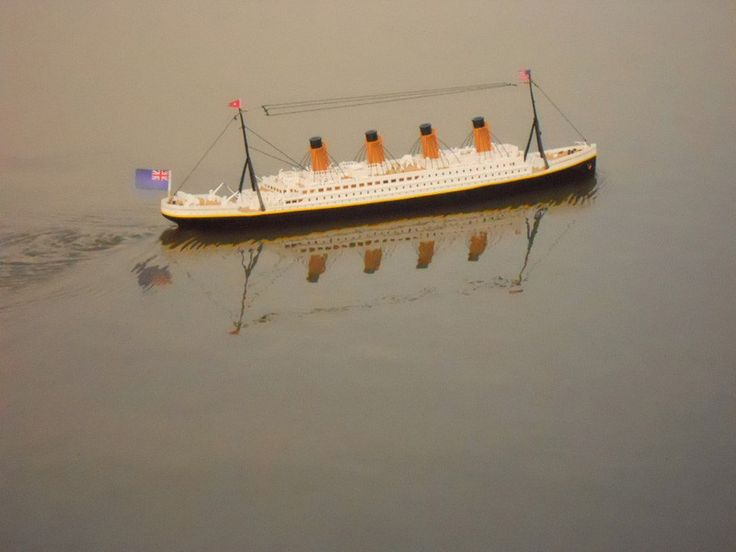"""Handcrafted Model Ships RC-Titanic-32 Ready To Run Remote Control RMS Titanic 32"""" with Lights"""