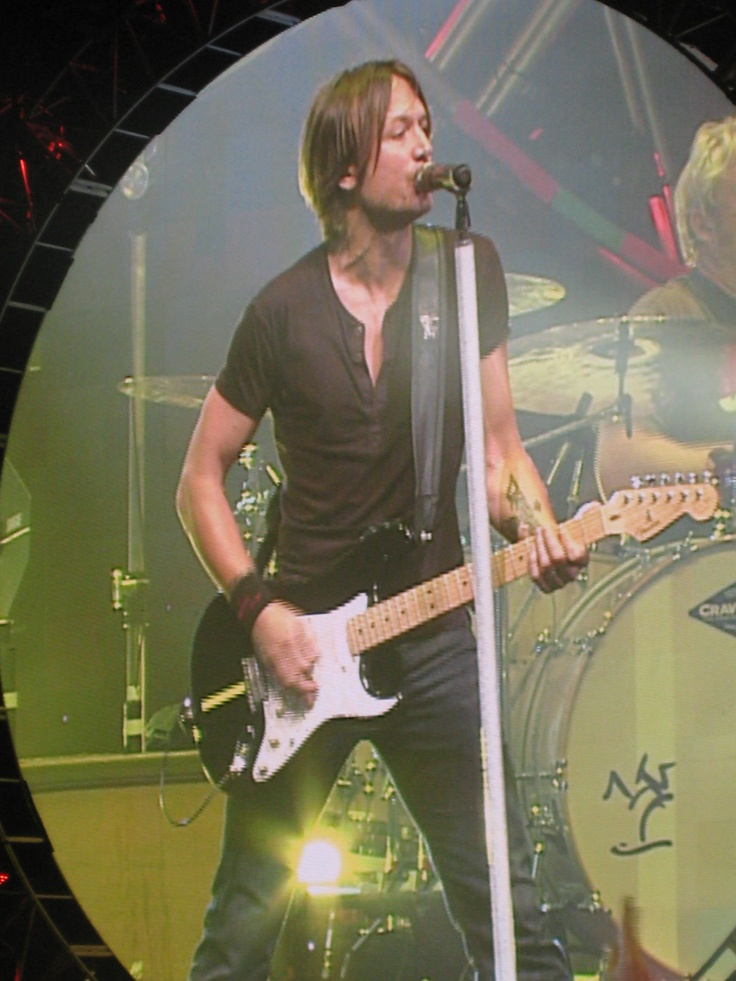 Loving some country music~Keith Urban