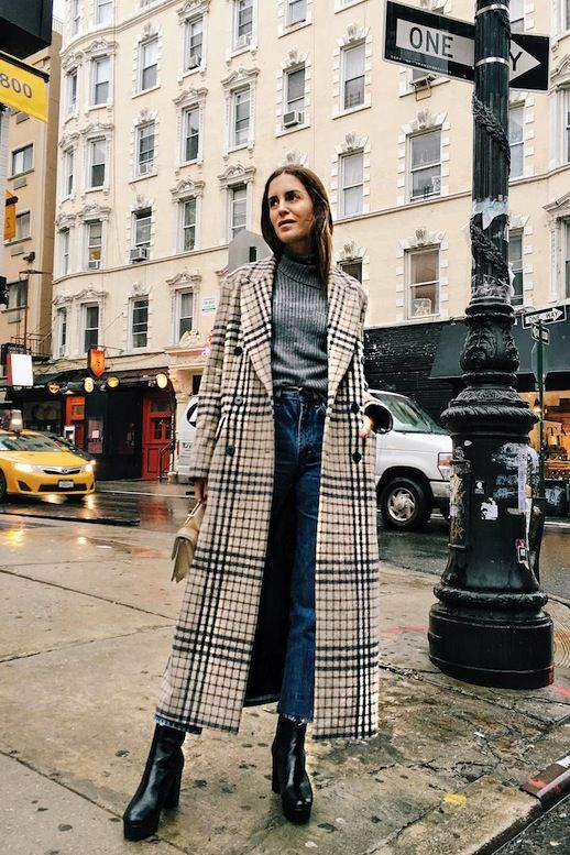 , How A Top Blogger Wears A Long Checked Coat , Photo via: @galagonzalezOne of the most popular outwear picks this season is the long checked  coat and we're taking notes on how to wear one with this extremely cool  outfit inspiration from Gala Gonzalez. Beyond the coat, all you'll need are  three k... , EB , http://kirgin.net/how-a-top-blogger-wears-a-long-checked-coat.html ,  #GalaGonzalez,