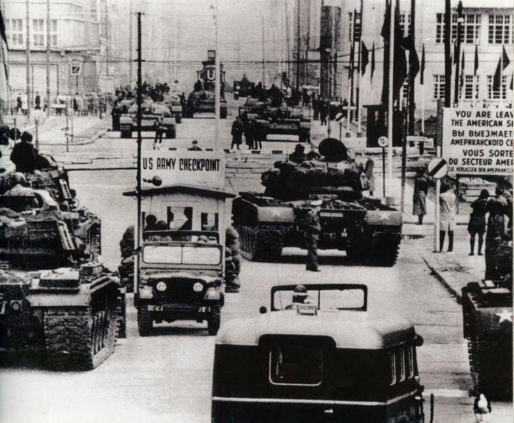 Carri armati americani e sovietici a Berlino (1961)