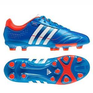 Adidas 11 Nova TRX FG Futballcipő puha és kényelves, kiváló labdaérzetet biztosító bőr focicsuka. Belső része super lágy szintetikus velúrbőr, EVA könnyű és kényelmes betéttel. - See more at: http://elony.emelkedes.hu/termek/adidas-11-nova-trx-fg-futballcipo/#sthash.Iow1XQOS.dpuf