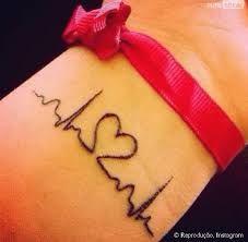 Resultado de imagem para tatuagem de coração e batimentos no pulso