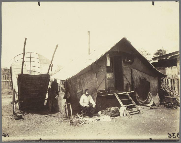 Porte d'Ivry, Zoniers; Eugène Atget (French, 1857 - 1927); negative 1912  J. Paul Getty Museum, Los Angeles, California