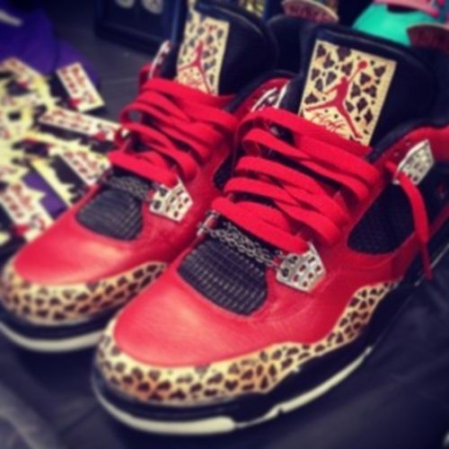 LOVE.... My favorite color + leopard print = AWESOMENESS :D