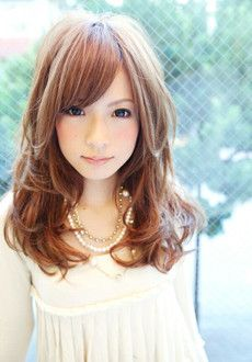 ミディアムロングカット×たまご型顔さんにすすめたいふんわりヘアスタイル♬頬骨より下を巻くアレンジで愛らしく♡素敵な髪型♬