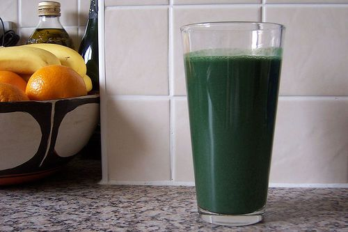 It looks pretty mean but is surprisingly delicious. Made of orange juice, a ripe banana, a slice of pineapple, some plain live yoghurt and Spirulina which makes it so deeply green.