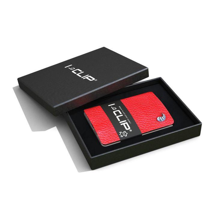 Este tarjetero tiene capacidad para 10 tarjetas. Está diseñado de modo que podrás acceder a tus tarjetas fácilmente. Las tarjetas están sujetas con una pinza de resina resistente muy elástica que no daña la banda magnética. Además, también sirve para guardar billetes o notas.  Tiene el frente de piel en color rojo. Es muy ligero y por su tamaño es muy cómodo de llevar. Tiene las esquinas redondeadas para proteger la ropa.