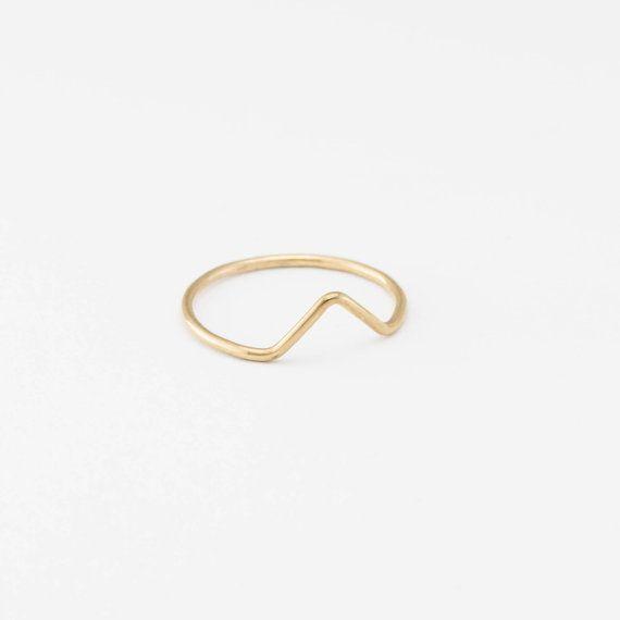 Dainty driehoek piek ringen in 14k gouden vulling of Sterling zilver. Perfect voor stapelen of versleten alleen voor een minimale klassiek. Ook mooi als midi-ringen. Eenvoudige, delicate en veelzijdig... u zult willen laag hen met onze andere driehoek, diamant en delicate ringen / bands.   C EEN S T I L L O ∙ R I N G door GLDN    W H EEN T ∙ M A K E S ∙ T H I S ∙ S P E C I EEN L ____________________________________________________  -we gebruiken alleen de beste kwaliteit, USA of Italiaans…
