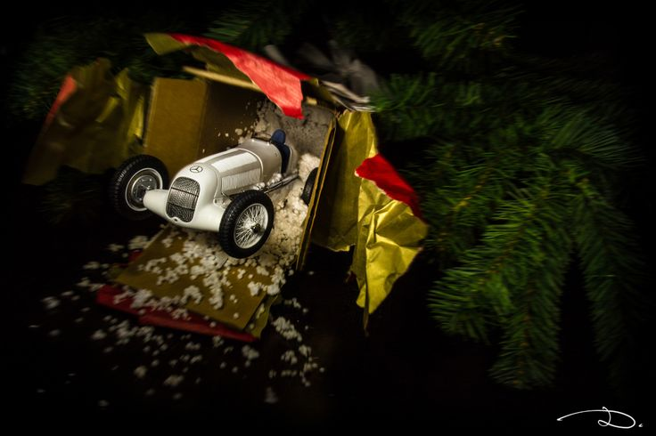 """""""Christmas Night"""" - Mercedes-Benz W25 White Myth by CMC in 1:18th scale."""