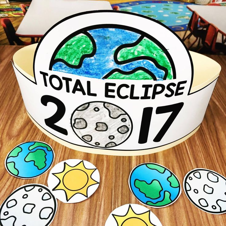 Total Eclipse Activities for preschool, kindergarten, and first grade!  A fun total solar eclipse hat your students will love making!  Eclipse Craft
