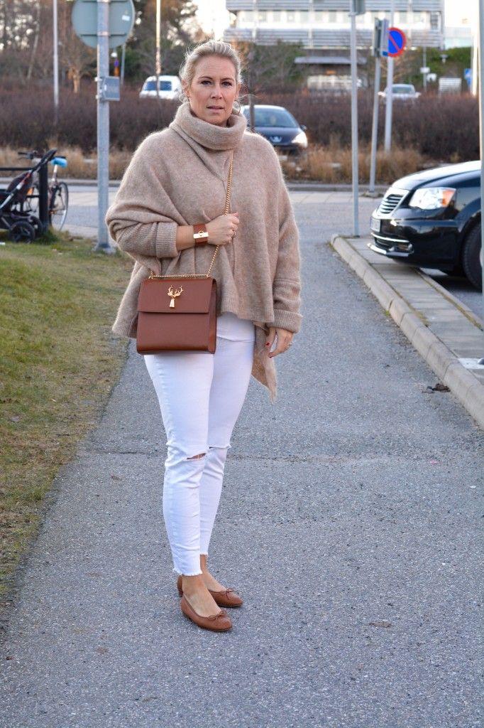 Hermès, armband, Julklapp, Savas Milano, Gina Tricot, Ripped jeans, Vita jeans, Poncho, Chanel ballerina, Dagens outfit,