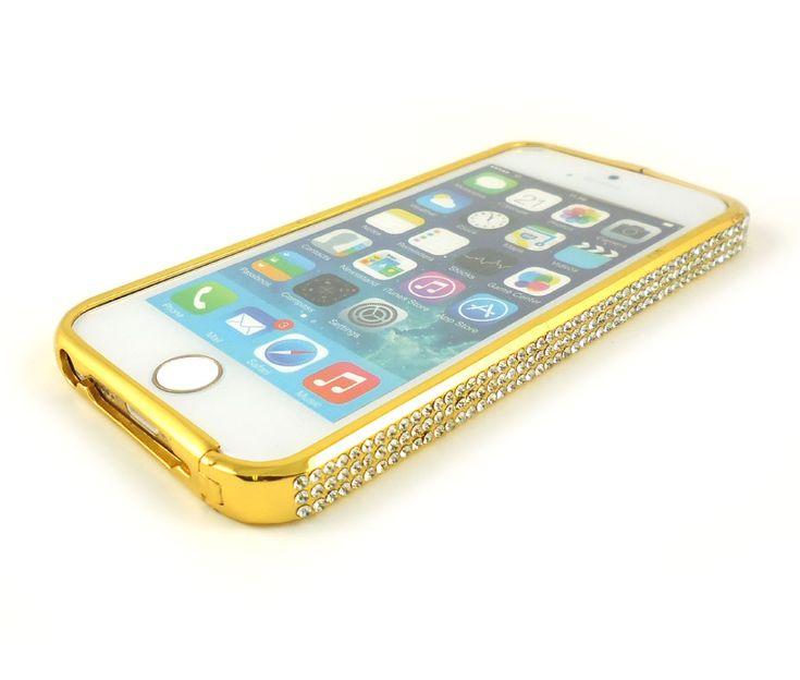Ίσως ένα από τα πιο εντυπωσιακά bumper που θα έχετε δει! Μεταλλικό, σε χρυσό χρώμα και διακοσμημένο με αμέτρητα strass.Είναι κουμπωτό στο πάνω μέρος και τοποθετείται εύκολα στο iPhone σας.Στο φως θα σας εντυπωσιάσει με τις αντανακλάσεις των δεκάδων strass.