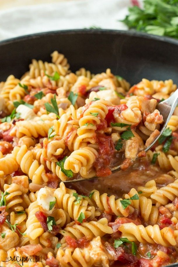 One-Pot BBQ Chicken and Bacon Pasta: smoky, cheesy pasta with chicken and bacon, that cooks completely in one pot! A quick, easy weeknight meal! www.thereciperebel.com @ashleyfehr