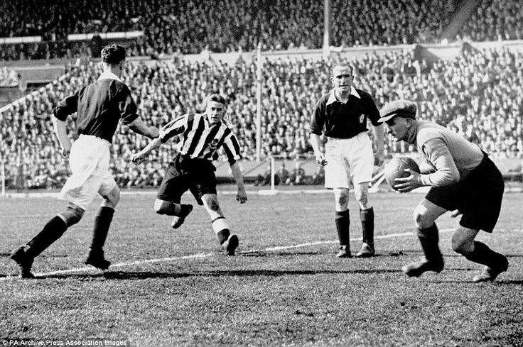 Newcastle Utd 2 Arsenal 1 in April 1932 at Wembley. Arsenal keeper Frank Moses picks up the loose ball in the FA Cup Final.