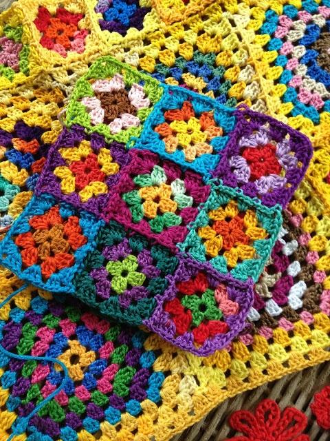 Sun-shine-y happy crochet granny squares blanket