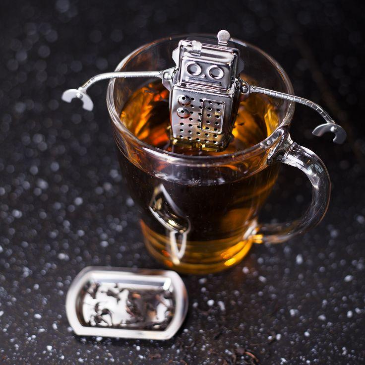 Balvi Tea Infuser Robot  Description: Steeds meer taken kunnen tegenwoordig overgenomen worden door machines en robots. Ook thee zetten wordt een eitje met de Tea Infuser - Robot van Balvi. Deze zeer behulpzame robot vul je met losse thee waarna je hem in je theeglas hangt. Met zijn lange armen houdt hij zich vast aan de rand van je glas. Je koopt de Tea Infuser - Robot online bij Ditverzinjeniet.nl.  Price: 7.95  Meer informatie