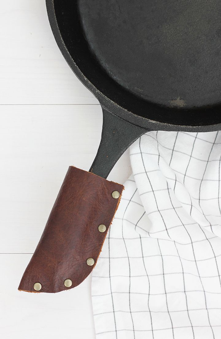 Learn how to make this simple DIY leather cast iron grip - perfect handmade gift.