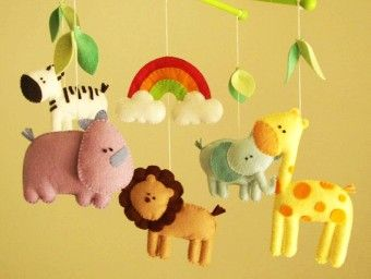DIY felt animal baby mobiles with rainbow and leaves - kids crafts, homemade baby mobiles