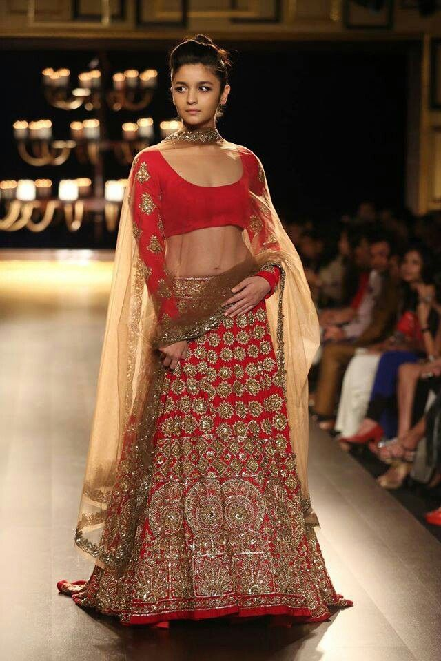 ♡♥Beatiful lehnga choli with round neckline with full sleeve with flared skirt with embroidery with net dupatta