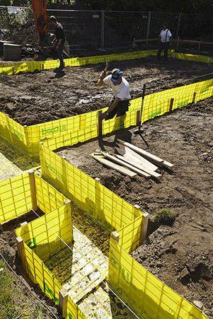 Start van de nieuwbouwwerken op 28 april  2014 // Début des travaux de construction le 28 avril 2014