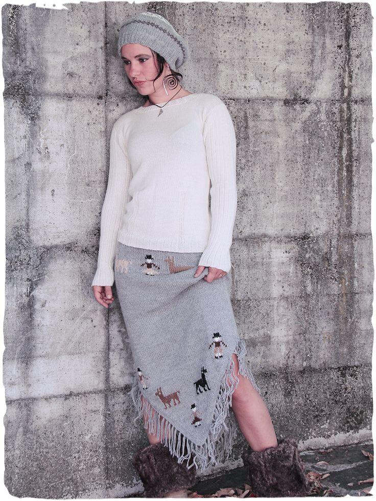 Gonna lunga Triangolo #gonna lunga a #punta, lavorata a mano a #filo doppio. #lana #alpaca #Disegno #etnico.  www.lamamita.it/store/abbigliamento-invernale/2/saldi-invernali-donna/gonna-lunga-triangolo