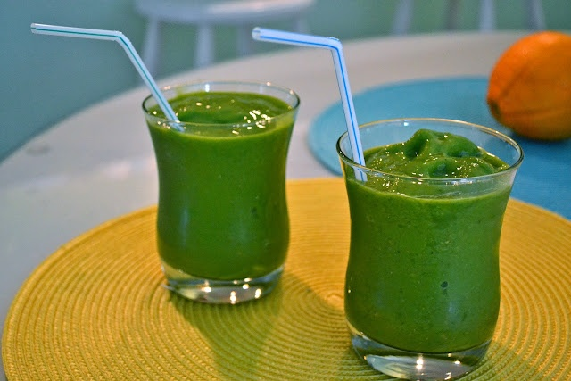 "AH-MAZING ""F-Combs"" Green Smoothie. So many great recipes and tons of motivation on this blog!"