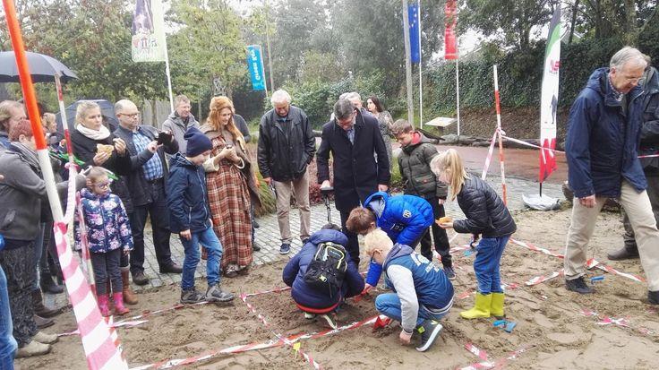 Archeologiehuis Zuid-Holland verzorgt in samenwerking met AWN (Vereniging van Vrijwilligers in de Archeologie) verschillende activiteiten. Zo kunnen de kinderen op zaterdag 15 en zondag 16 oktober met een metaaldetector op zoek naar eeuwenoude ...