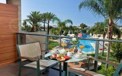 Hotel Occidental Estepona Thalasso Spa - Adults Only**** en la Costa del Sol. Situación privilegiada en la milla de oro entre Estepona y Puerto Banús.