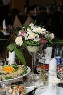 композиция на стол для гостей в вазе мартинка