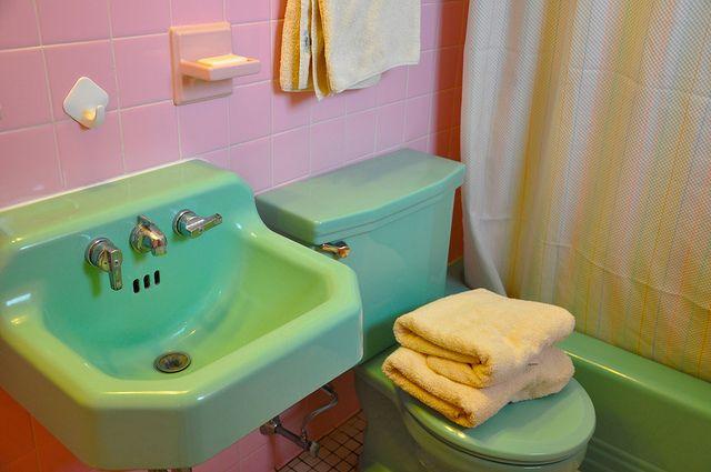 Green sink pink tile vintage bathroom fixtures vintage for Pink bathroom tile from the 1950 s