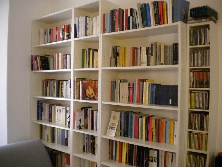 """La  biblioteca di Giorgio Fontana, scrittore nato a Milano nel 1981. Collabora stabilmente con la pagina di cultura online del """"Sole 24 ore"""" e """"La Lettura"""" del Corriere della Sera. Il suo ultimo libro è Per legge superiore (Sellerio)"""