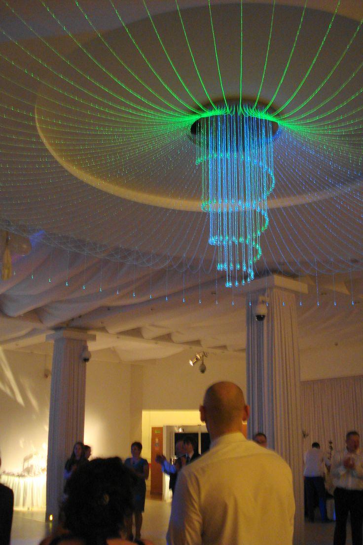 Ten żyrandol u góry potrafi zmienić kolory co 5 sekund. / This chandelier at the top can change the colors every 5 seconds. | Zajazd Przybyszówka | Kobyłka (Masovian Voivodeship), Poland