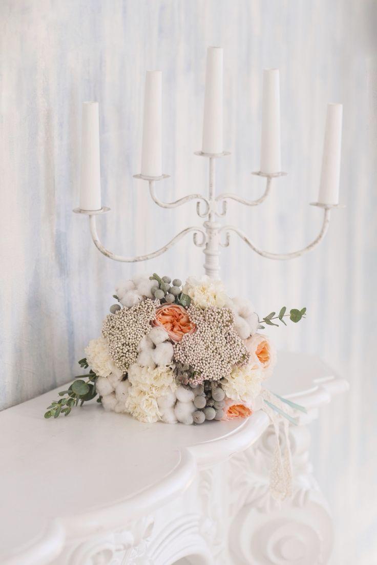 Букет невесты с хлопком и розами Дэвида Остина