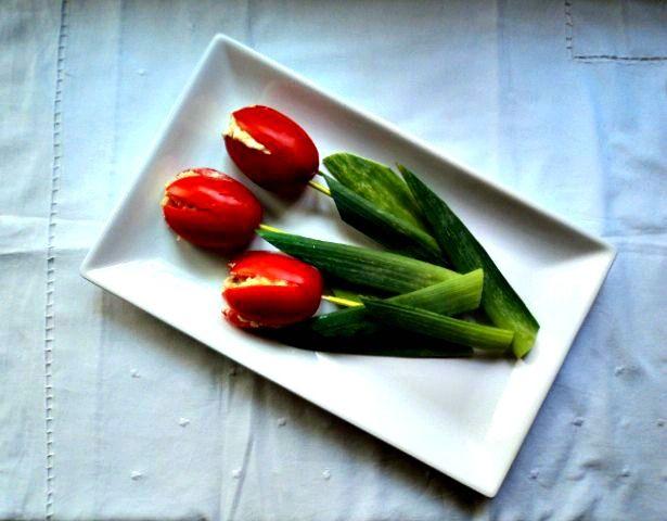 Estos Tulipanes, Tomates rellenosllegaron en un momento perfecto para mi familia, la de significados que tiene cada una de las fotos que os enseño! Sirvieron para celebrar y a lo grande muchos acontecimientos importantes, por ello le doy las gracias una vez más a Belén. Por cierto, el juego de niños o la forma de...Leer más »