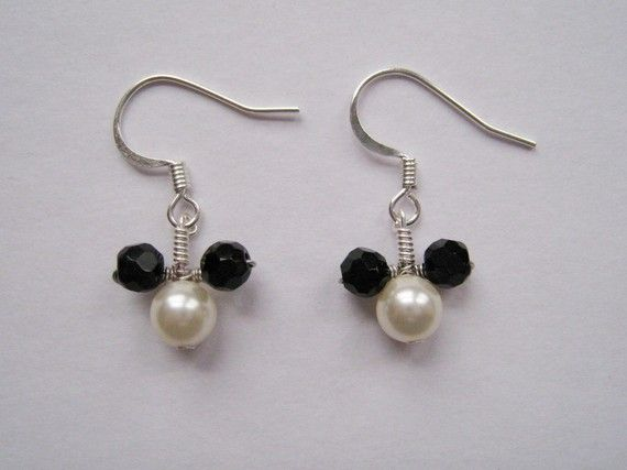 oh Mickey you're so fine! Inspiration photo and I can't WAIT to make these! DISNEY - Mickey Mouse Themed Beaded Earrings
