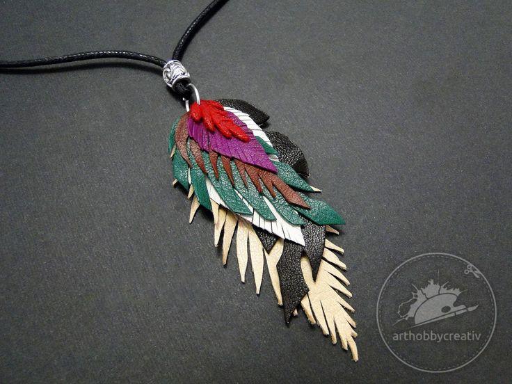 Medalion cu frunze din piele 1