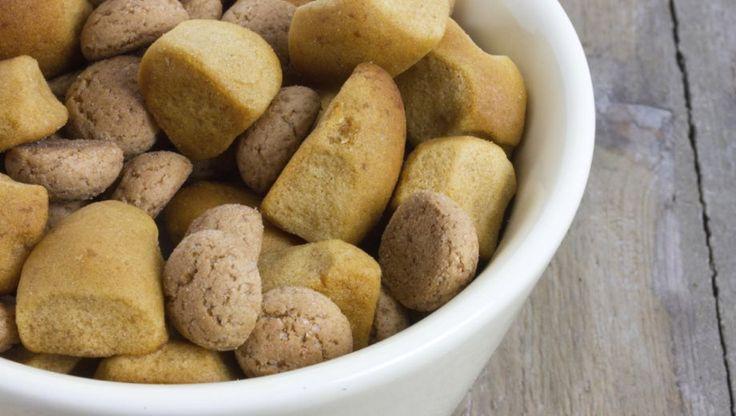 Het is weer die tijd van het jaar en Sinterklaas heeft een hoop lekkers meegenomen. Zakken vol chocoladeletters, pepernoten, taaitaai, marsepein en speculaas. Maar hoe snoep je met mate? En hoeveel calorieën zitten er eigenlijk in al dat snoepgoed?