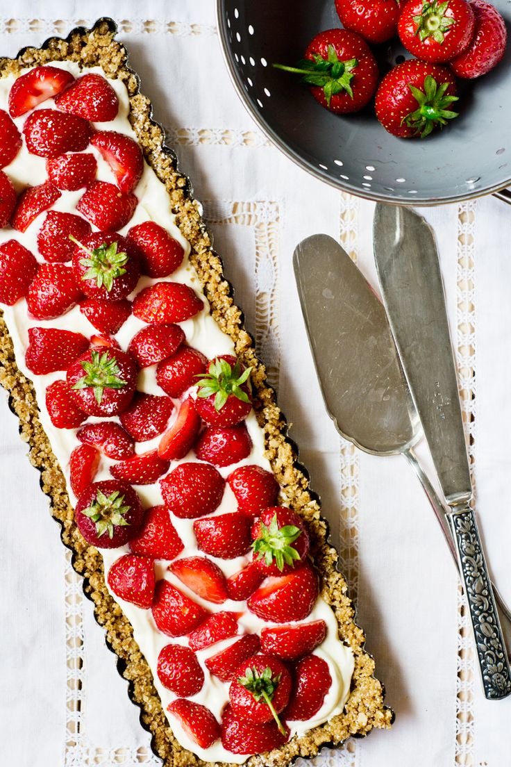 Strawberry mascarpone tart /