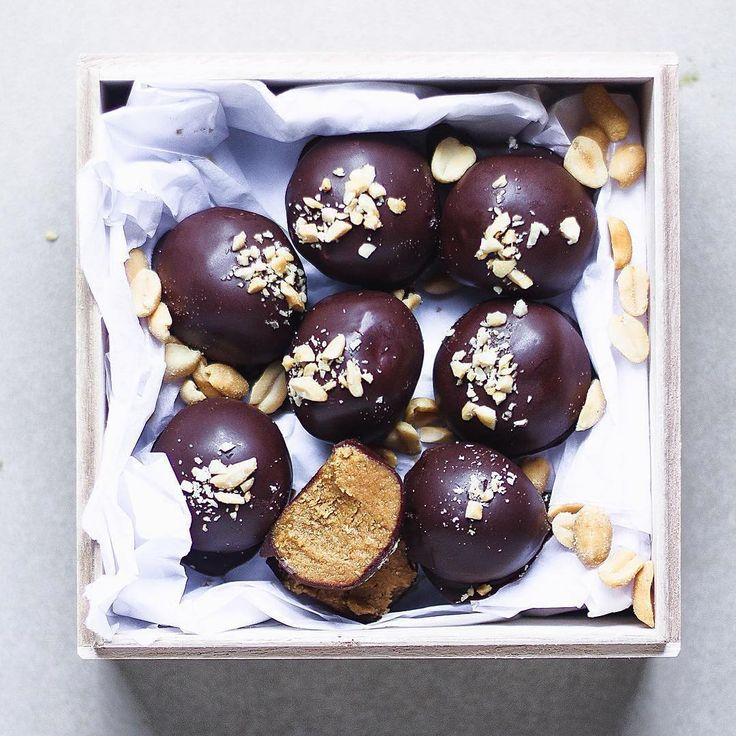 Sesame, peanut butter and maca energising balls by @panaceas_pantry   Ingredients . 1/2 cup smooth peanut butter  1/4 cup hulled tahini 1/2 tsp good-quality salt  3 Tbsp ceres organics rice malt syrup 1 Tbsp maca root powder 2 Tbsp coconut flour . Chocolate coating ingredients . . 1/4 cup cacao butter 1/4 cup coconut oil 3/4 cup raw cacao powder 1 tsp vanilla extract 2 Tbsp  rice malt syrup . Method . To make the balls . . 1. Add peanut butter, tahini and rice malt syrup to a medium mixing…