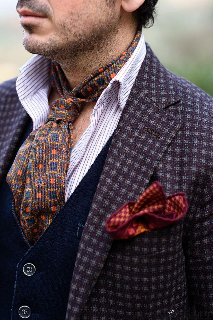 Giacca napoletana. Bagnoli Sartoria Napoli http://www.ilblogdelmarchese.com/giacche-bagnoli-sartoria-napoli/ #menswear #menstyle #mensfashion #fashion #style #bespoke #sprezzatura #gentleman #dandy #moda #modauomo #ilblogdelmarchese #cachecol #calabrese1924 #bagnolisartoria #tailor #coats #rayban #sunglasses #firenze
