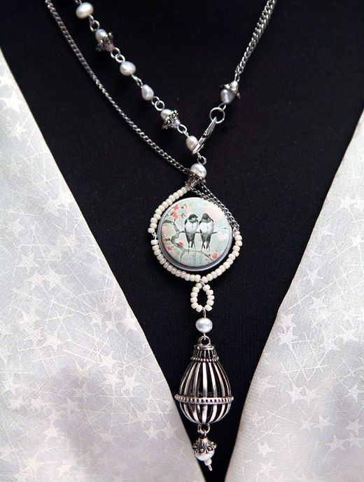 Pearl vintage necklace - pearls are so IN this summer! Create your new favorite romantic necklace - see the detailed instructions and wear it during those hot summer nights!