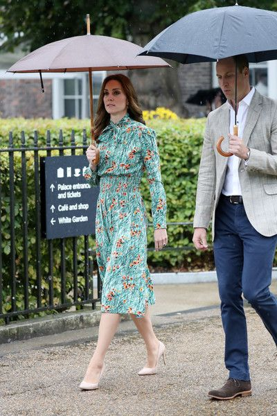 Kate Middleton Photos Photos - Catherine, Duchess of Cambridge and Prince William, Duke of Cambridge are seen during a visit to The Sunken Garden at Kensington Palace on August 30, 2017 in London, England.  The garden has been transformed into a White Garden dedicated in the memory of Princess Diana, mother of The Duke of Cambridge and Prince Harry. - The Duke and Duchess of Cambridge and Prince Harry Visit the White Garden in Kensington Palace