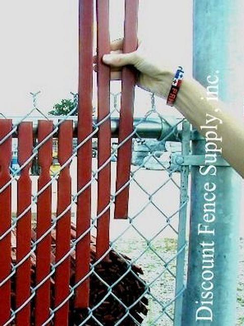 деревянный забор из сетки рабицы