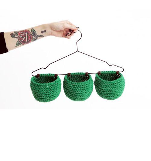 Hanging crochet baskets - Molla Mills ༺✿ƬⱤღ http://www.pinterest.com/teretegui/✿༻