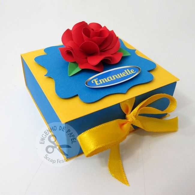 Caixinha no tema Bela e a Fera, sugestão para bem vivido e/ ou pão de mel. Rosa vermelha em papel, fita de cetim e nome da aniversariante.