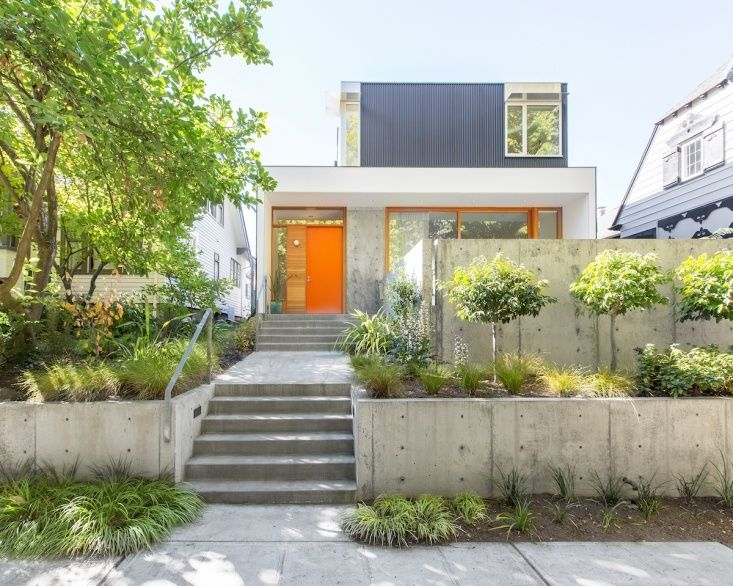 In Seattle An Urban Landscape Designed For Privacy And Indoor Outdoor Flow Gardenista House On A Hill Modern Landscaping Modern Landscape Design