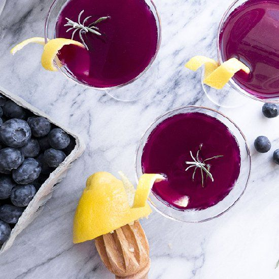 Boozy blueberry lemonade with lavender. | What to care | Pinterest
