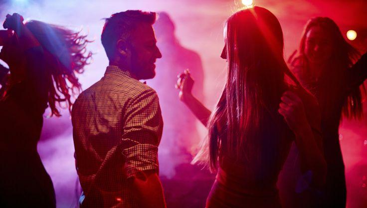 Acudiendo a clases de salsa, entre otros beneficios, conocerás a mucha gente y a clases de chicas muy diferentes.  Si vas a bailar para buscar pareja, si te gustaría encontrar amigos y grupos sociales, o si simplemente te apuntas a las clases para socializarte, hay alumnos y alumnas de muchas...